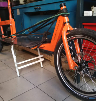 Bequille centrale velo cargo tubicycle